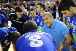 L'entraîneur cristolien Benjamin Pavoni donne ses consignes.