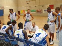 Ludovic Pouillard en train de donner les consignes à ses joueurs.
