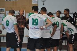 Philippe Pepiot donne les consignes à ses joueurs lors du dernier tournoi de St-Ouen-l'Aumône.
