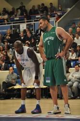 Jawad Williams (à gauche) ne jouera pas avant le 30 mars prochain.