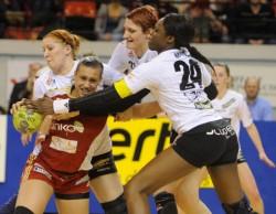 Pour Gladys Boudan (en rouge), le handball de haut niveau est derrière elle.