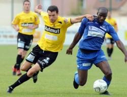 Le club de Drancy (en bleu) va pouvoir désormais recruter.
