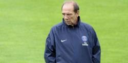 Jean-Louis Gasset, l'adjoint qui dirige les entraînements des stars du PSG.